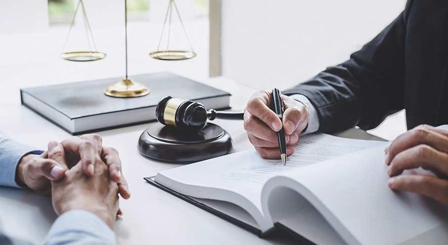 Behöver du anlita en advokat inom familjerätt?